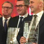 """Richard Ferrand, Président de l'Assemblée Nationale, John Billard, et Nicolas Perruchot, Président du Conseil Départemental du Loir-et-Cher qui a remporté le grand prix des lecteurs pour le projet """"Job 41"""""""